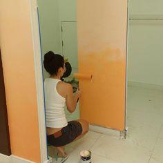 Hoje foi dia de pintar parede degradê! 😍💛🎨 #pinturadegrade #degrade #parede #paredeartistica #estudiomagnolia #paredesdadani #euquepintei #decoração #interiordesign #designerdeinteriores #reforma #designerdaniela #decolalab2016