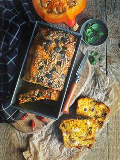 Cake au potimarron, olives à la provençale et chèvre Cake Legumes, Cake Chevre, Vegan Cake, Kitchen Recipes, Yummy Cakes, Food Inspiration, Food Photography, Food Porn, Food And Drink
