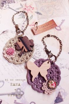 good idea for mini motif - wood charm and crochet motif accessories