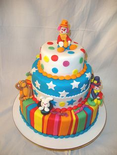 3 tier circus theme cake with clowns and monkey and rabbit in a hat. Carnival Birthday Cakes, Circus Theme Cakes, Carnival Cakes, Themed Cakes, Circus Party, Clown Party, Circus Clown, Circus Birthday, Cake Birthday