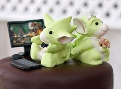 dragon wedding cake toppers | DIY dragon cake toppers « Weddingbee Gallery