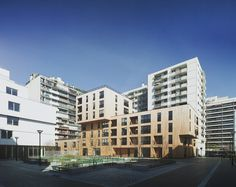 Housing in Rue de Lourmel  / TVK