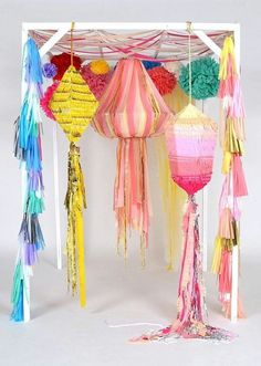 Awesome lanterns for your next party! a piñata! Party Box, Party Deco, Diy Party, Party Time, Fancy Party, Wedding Pinata, Diy Wedding, Wedding Gazebo, Wedding Ideas
