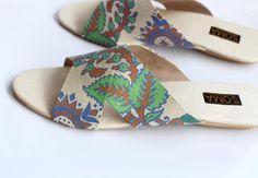 flat crossover floral patterned sandal - soma
