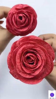 Diy Crafts For Home Decor, Diy Crafts Hacks, Diy Crafts For Gifts, Diy Arts And Crafts, Paper Flowers Craft, Flower Crafts, Diy Flowers, Diy Paper Roses, Crepe Paper Crafts