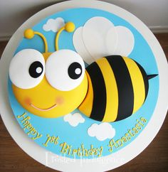 Sunday Sweets For Kids & Kids At Heart — Cake Wrecks Cake Wrecks, Pretty Cakes, Beautiful Cakes, Bee Birthday Cake, Decors Pate A Sucre, Bee Cakes, Bee Party, Novelty Cakes, Occasion Cakes