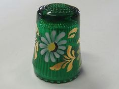 GREEN RIBBED WITH DAISY FLOWERS - GERMAN GLASS THIMBLE - MINT