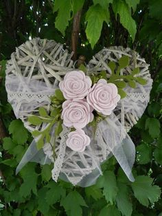 Valentine Banner, Valentine Decorations, Valentine Crafts, Wedding Decorations, Creative Valentines Day Ideas, Hearts And Roses, Wicker Hearts, Creation Deco, Wedding Wreaths