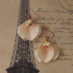【K14GF】ペタルピアス サクラ Fabric Earrings, Leather Earrings, Flower Earrings, Beaded Earrings, Earrings Handmade, Handmade Jewelry, Beaded Bracelets, Tassel Jewelry, Fabric Jewelry