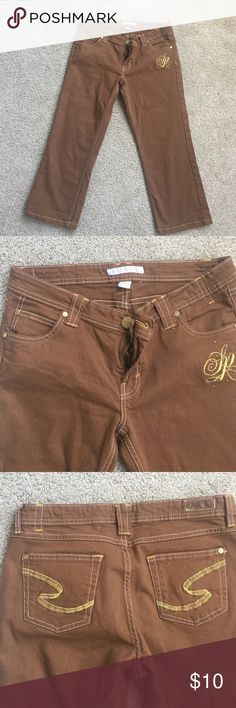 South pole Capris Jeans Brown with gold details Capris jeans. Stretches! Beautiful! Summer is around the corner! Size 9 jrs Pants Capris