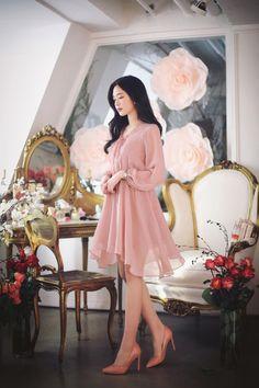 Pin by Andrea Yañez on Combinaciones in 2019 Korea Fashion, Asian Fashion, Classy Dress, Classy Outfits, Kawaii Fashion, Cute Fashion, Moda Disney, Dress Outfits, Fashion Dresses