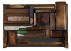 Man Ray  L'HOTEL MEUBLÉ. 1921. BRONZE SIGNÉ. 1960. 19 x 28,5 cm. Bronze signé de Man Ray, fonte de 1960. Tirage limité à 8 exemplaires numérotés. Cachet du fondeur Valsuani, cire perdue
