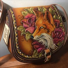 #leathercraft #leatherbag #leatherwork #leathercarving @tipoeubolsas