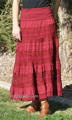 49 Red Clothing To Look Cool And Fashionable - Daily Fashion Outfits New Fashion Trends, Red Fashion, Modest Fashion, Daily Fashion, Street Fashion, Cotton Maxi Skirts, Long Maxi Skirts, Denim Skirts, Chic Outfits