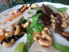 vegetable salad with cashew nuts