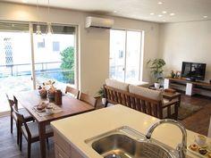 「 アルダー材のウォールナット色の床材にウォールナット無垢材の家具で統一したLD空間をご紹介! 」の画像|家具なび|Ameba (アメーバ)