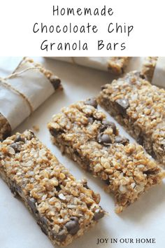 A delicious and homemade granola bar that's easy to whip together and chockfull of flavour! As another school year quickly approaches, I feel like I have to force myself to start thinking abo… Healthy Recipe Videos, Easy Healthy Recipes, Healthy Desserts, Snack Recipes, Chocolate Chip Granola Bars, Homemade Granola Bars, Healthy Food To Lose Weight, Healthy Cat Treats, Food Videos