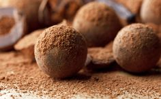 Looking for a Milk Chocolate Truffles recipe? Get great family cooking recipes for kids and adults. Recipes for Milk Chocolate Truffles are great to make with the whole family. Chocolate Paleo, Decadent Chocolate, Chocolate Desserts, Chocolate Factory, Mexican Chocolate, Easy Chocolate Truffles, Chocolate Thermomix, Chocolate Chili, Meals