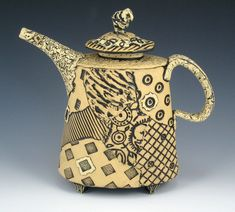 oval teapot- Elaine Pinkernell