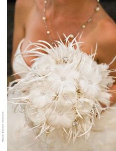 All feather bouquet! For bouquet details click pic to visit Emplume Moderne Couture Bouquets Feather Bouquet, Brooch Bouquets, Bride Bouquets, Floral Bouquets, Feather Boutonniere, Wedding Boutonniere, Bouquet Wedding, Brooches, Gatsby Wedding