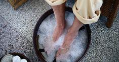How a foot spa can help relieve foot pain in diabetic neuropathy Epsom Salt Cleanse, Epsom Salt Foot Soak, Apple Cider Vinegar Bath, Diabetic Neuropathy, Foot Pain, Plantar Fasciitis, Melaleuca, Men's Grooming, Skin Care Tips
