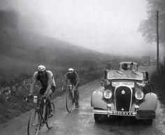 OLDE TOUR de FRANCE BICYCLE RACING PIX - c.1930'S - 1