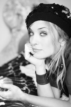 <0> Carolina Crescentini Beautiful Italian Women, Italian Beauty, Beret, Cinema, Celebrity, Cap, Ornaments, Black, Fashion