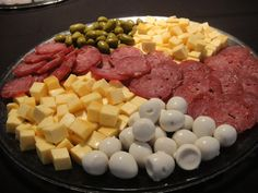 Party Food Platters, Food Trays, Cheese Platters, Baby Shower Food Easy, Dessert Platter, New Year's Food, Appetisers, Party Snacks, Finger Foods