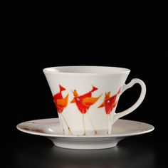 Cups are characterized by rich decorations and lots of Swarovski crystals. The author of the pattern is Marzena Królikowska-Kukuła. Cup Decorating, Painted Cups, Hand Painted Wine Glasses, Colorful Birds, Swarovski Crystals, Unique Gifts, Porcelain, Ceramics, Patterns
