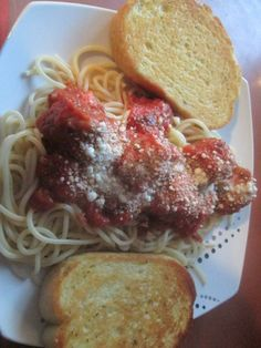 Spaghetti, home-made meatballs and garlic toast | From Aunt Barb's Kitchen