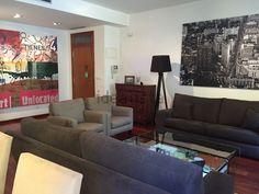 Impresionante #PisoEnVenta, en el corazón de Valencia, junto a la Plaza de la Virgen en la zona noble de Ciutat Vella. EL piso se distribuye en un hall, amplio y precioso salón comedor, cocina office con electrodomésticos, galería y lavadora, tiene 3 habitaciones la principal con vestidos y las otras con armarios empotrados, 2 baños completos…http://www.idealista.com/inmueble/30386898/visita-virtual