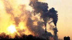 Polttoaine revitään kohta ilmasta – järjestelmiä kehitellään jo Suomessa Ilmakehän hiilidioksidista valmistetuista polttoaineista voi tulla tuuli- ja aurinkovoiman energiavarastoja. Niillä voi myös korvata fossiilisista lähteistä saatavia polttoaineita.