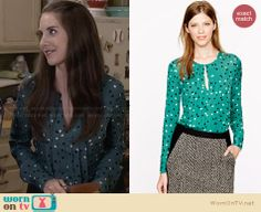 Annie's green polka dot pleated front blouse on Community. Outfit Details: http://wornontv.net/28646 #Community #fashion