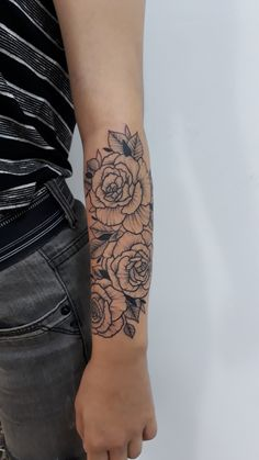 Elegant Tattoos, Simplistic Tattoos, Pretty Tattoos, Cute Tattoos, Body Art Tattoos, Dragon Tattoo Forearm, Half Sleeve Tattoos Forearm, Girl Forearm Tattoos, Girl Tattoos