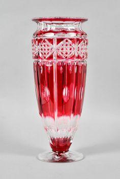 Lot : VASE - Seraing, VAL SAINT-LAMBERT vase Florence vers 1925... | Dans la vente Importante Vente Publique Cataloguée d'Antiquités et d'Objets d'Art - 1ère Partie à Hôtel des Ventes Mosan Crystal Glassware, Crystal Vase, Glass Bottles, Glass Vase, Crystal Illustration, All Things Crystal, Home Decor Vases, Urn Vase, Glass Artwork