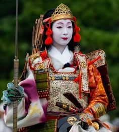 Tomoe Gozen 巴御前- onna bugeisha Tomoe Gozen was a female samurai during the Genpei War of CE. Though female warriors were not uncommon in Japan at the time, Tomoe is one of very few female. Tomoe, Female Samurai, Samurai Armor, Samurai Outfit, Costume Ethnique, Japanese Festival, Art Japonais, Kamakura, Japanese Outfits