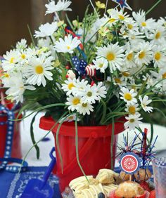 Patriotic Centerpiece ~ red sand bucket filled with white daisies, add a flag also. 4th Of July Celebration, 4th Of July Party, Fourth Of July, Patriotic Decorations, Table Decorations, Reunion Decorations, Simple Wedding Bouquets, Happy Birthday America, Daisy Love