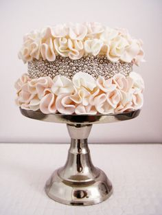 Romantic ruffles: This unique silver pearl cake was inspired by a fashion show. (Connie Cupcake by Connie Dos Santos)