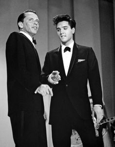 SHOW - Welcome Home Elvis - Season Two - Frank Sinatra (left) welcomed special guest star Elvis Presley (right) home from the army. A highlight from the show featured a medley by Sinatra and Presley of each other's songs. Hollywood Stars, Old Hollywood, Hollywood Actor, Hollywood Celebrities, Classic Hollywood, Hollywood Actresses, Elvis Presley House, Elvis Presley Photos, Chuck Norris