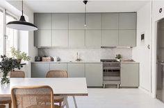 42 More Creative : DIY Rustic Kitchen Decoration Idea for Small Space Emma's Kitchen, Boho Kitchen, Rustic Kitchen Decor, Kitchen Gifts, Home Decor Kitchen, Kitchen Layout, Kitchen Living, Home Kitchens, Kitchen Ideas