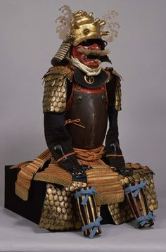 Ornate gusoku armor, 17th century. The turban shell kabuto is coated with gold leaf and has wakidate side ornaments in the shape of waves.  金魚鱗小札二枚胴具足  時代:桃山時代_17c  -Tokyo National Museum-