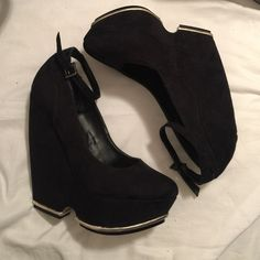Just Fab Heels Black Just Fab Heels Size 8 but fit like a 7 JustFab Shoes Heels