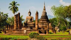 Wat Mahathat, the central temple complex of the ruined city of Sukhothai, Thailand.