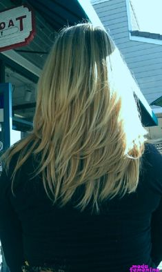 14 Modern Layered Hairstyles for Medium Hair Medium Layered Haircuts, Medium Hair Cuts, Medium Hair Styles, Long Hair Styles, Side Bangs Hairstyles, Hairstyles With Bangs, Straight Hairstyles, Layered Hairstyles, Medium Straight Haircut