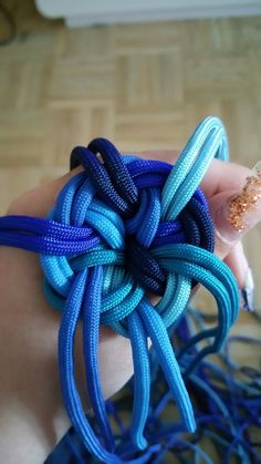 Paracord: The Ultimate Survival Tool - Way Outdoors Paracord Bracelet Designs, Paracord Projects, Paracord Bracelets, Paracord Weaves, Paracord Accessories, Swiss Paracord, Rope Knots, Micro Macrame, Diy Arts And Crafts