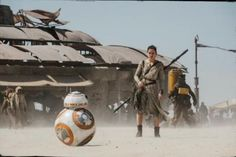 New image of Rey (Daisy Ridley) and BB8 from Star Wars VII #starwars
