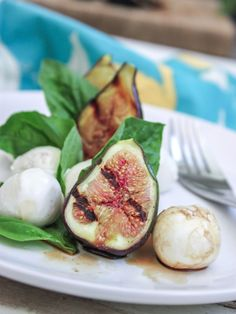 This is the kind of starter you often see in Italian restaurants and is so easy to make at home. Figs, Gorgonzola and prosciutto are a classic combination and this would make great antipasto or light lunch. Fig Salad, Caprese Salad, Arugula Salad, Salad Bar, Summer Recipes, Great Recipes, Favorite Recipes, Italian Salad, Cooking Recipes