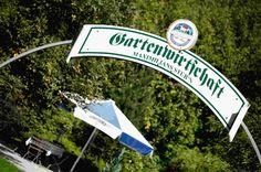 Unsere Gartenwirtschaft ist ein gemütliches Fleckerl, um es sich in der Natur gut gehen zu lassen und vom Tag zu erholen.  Ganz typisch eben, etwas was sich nirgends ausserhalb Bayerns findet. Weit weg von der Straße, im weitläufigen Hotelgarten gelegen - ein Idyll, das in der Gegend seinesgleichen sucht. Das Hotel, Restaurant, Brewery, Addiction, Bavaria, Places, Nature, Diner Restaurant, Restaurants