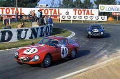 Les 2 Alfa Roméo TZ1 n°41 et 40 en 1964