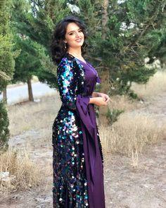 Skirt Fashion, Hijab Fashion, Beautiful Muslim Women, Arab Girls, Couture Dresses, Traditional Dresses, Indian Beauty, Nice Dresses, Amazing Dresses